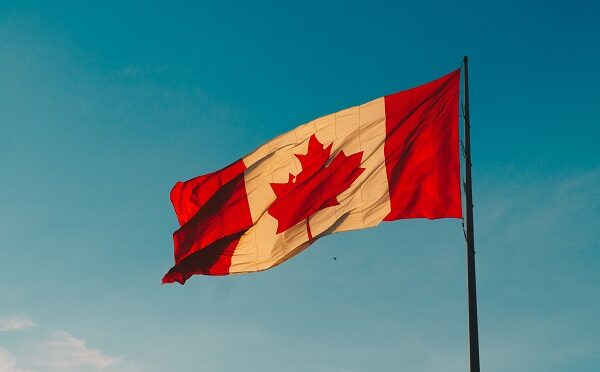 Canada Day Fireworks! Here all the best places to watch the Canada Day Fireworks in Canada! Enjoy Canada Day Celebrations with all our tips #Canadaday #Canadadayfireworks