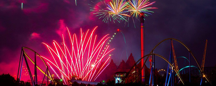 Canada Wonderland fireworks. Enjoy the Canada Day fireworks display over at Canada Wonderland #wonderland #CanadaDay