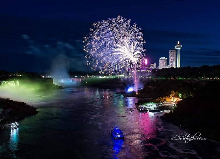 Enjoy the Canada Day Fireworks on the Niagara falls! #niagarafalls #Fireworks