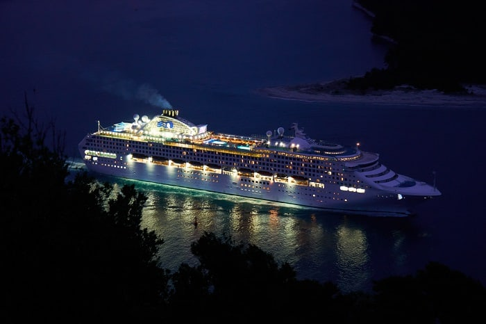 How to save money on boat cruises. Book a boat cruise on a budget!