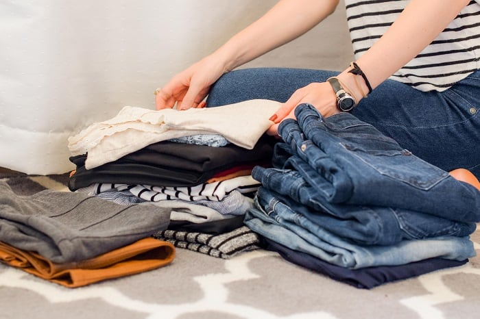 Here are the best tips for selling your clothes online. We have listed the best way to sell clothes online for those looking for extra cash this year! #makemoneyonline