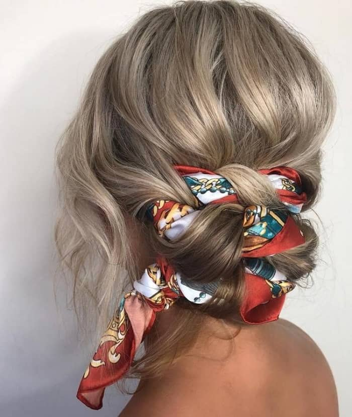 If you are looking for the best way to use a scarf in your head to make it look fashionable, check out this look!