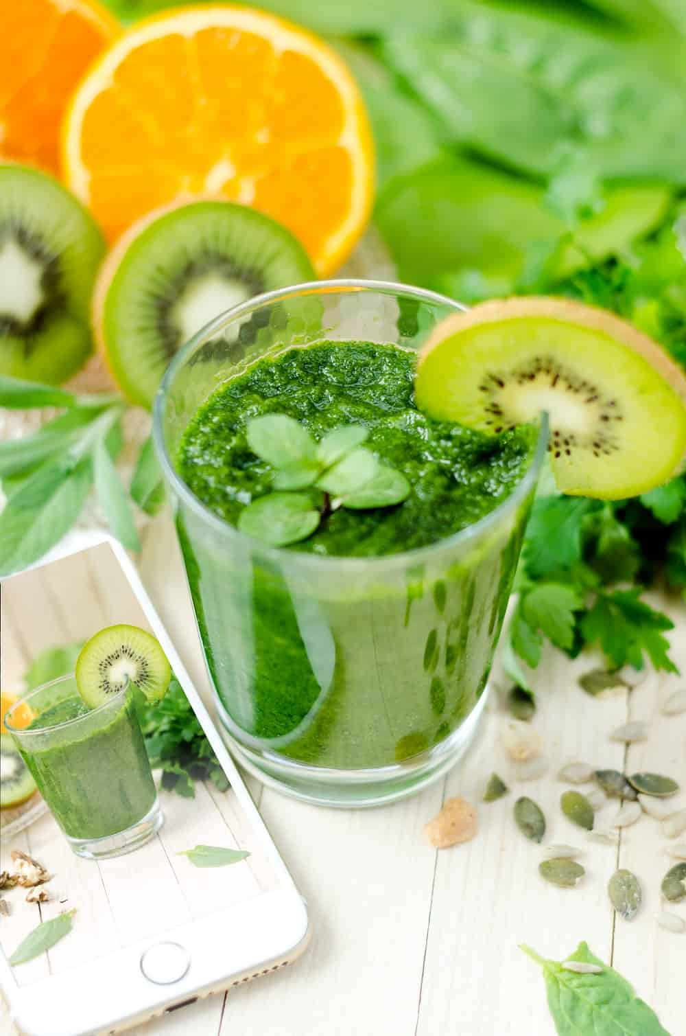 juicing recipes for beginners! Here are is best green juice recipes to help you get started. You can actually trick yourself to believing that you are drinking something delicious when want to Glow Up!