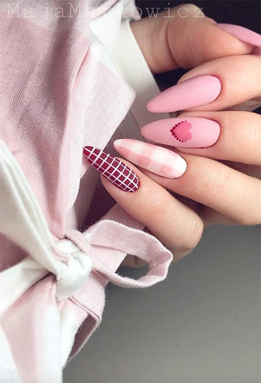 Patterned Nail Design for Valentine's Day! Valentine's day nails art you will love for your nails using classic pinks, reds, whites, silver and the best nail sparkling art designs.