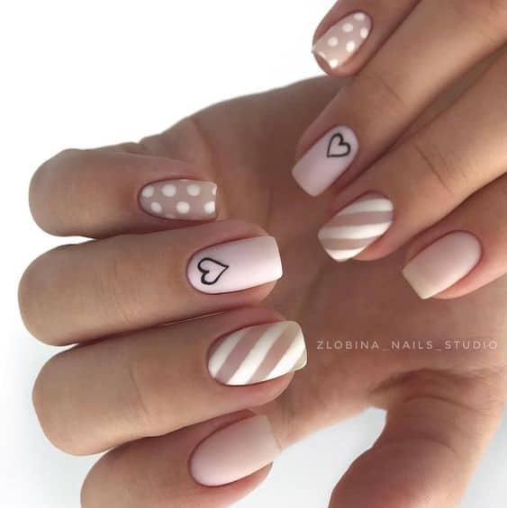Trendy nail art for Valentine day. Browse these beautiful Valentines nails and Valentines day nails #valentinesnails #valentinesdaynails