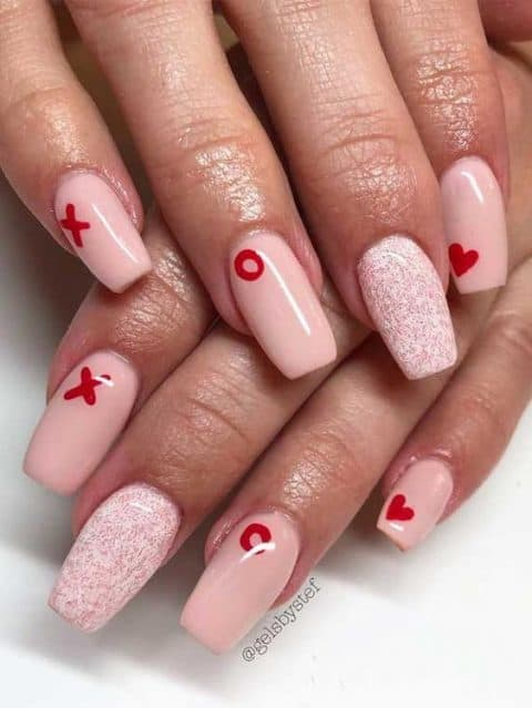 XO Heart nail art for Valentine Day. The Best Valentine's Day Nails Right Now! Here are some hot valentine's day nail designs, between gel valentine nails designs, valentine's day press-on nails, and color street nails!